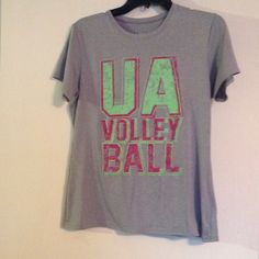 Under Armour top Great condition, smoke free home Under Armour Tops