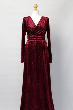 Kleider Muster Burgudy Maxi DressVelvet Maxi Dress Velvet Bridesmaid Party Dress Long Sleeves With High Slit Sash Waistband Long Dress Burgundy dress Evening Dresses Plus Size, Long Evening Gowns, Velvet Dress Designs, Lace Burgundy Dress, Stylish Dress Designs, Long Bridesmaid Dresses, Pretty Outfits, Designer Dresses, Beautiful Dresses