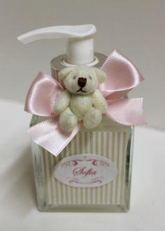 Lembrancinha para maternidade sabonete líquido personalizado http://www.designetal.com.br/2013/11/lembrancinha-10-sabonete-liquido.html
