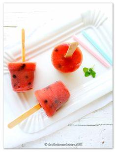 Ghiaccioli di anguria con gocce di cioccolato #watermelon #icepop Watermelon Ice Pops, Popsicles, Fett, Granite, Ice Cream, Easy, Blog, Food, No Churn Ice Cream