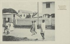 Paramaribo. Boschnegers in stadskleeding. 1900