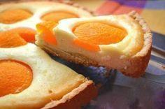 Máte chuť na ovocný osviežujúci koláčik? Pripravili sme si pre Vás jeden z veľmi obľúbených receptov na tvarohový koláč. Czech Desserts, Cookie Desserts, Czech Recipes, Sweet Cakes, Desert Recipes, Coffee Cake, Quick Easy Meals, No Bake Cake, Baking Recipes