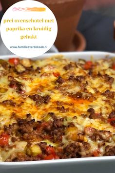 oven dish with leek, bell pepper and spicy minced meat Easy Crustless Quiche Recipe, Mini Quiche Recipes, Vegetarian Recipes, Cooking Recipes, Healthy Recipes, Amish Recipes, Dutch Recipes, Oven Dishes, No Cook Meals