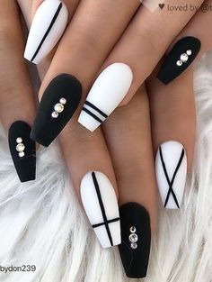 70 Matte Black Coffin Nail Ideas Trend in Cool 2019 - Makeup order - - Design de unhas - Nageldesign Black Coffin Nails, Matte Black Nails, Black Nail Art, Black And White Nail Designs, Black And White Nail Art, Matte Nail Art, White Nails With Design, Simple Nail Design, Oxblood Nails