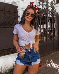 Crop Top Outfits, Mode Outfits, Girl Outfits, Fashion Outfits, Stylish Summer Outfits, Spring Outfits, Trendy Outfits, Look Con Short, Look Chic