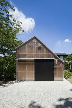 The light sheds is a photographer's studio that stands in the garden of his existing house, located in the hilly region of southern Kanto. The space is solel...