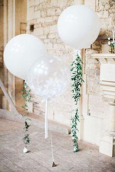 DIY floral balloons and an affordable wedding decor. #balloon #decoration #weddings #DIY