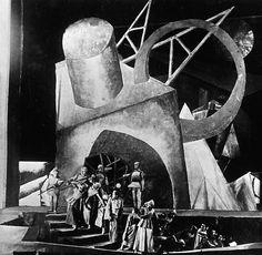 Scene from 'Hoppla wir leben', directed by Erwin Piscator, 1927.
