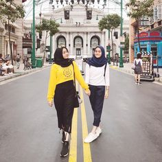 ideas for style hijab jeans chic Hijab Jeans, Ootd Hijab, Girl Hijab, Hijab Chic, Style Hijab Simple, Hijab Style, Hair Style, Trendy Fashion, Fashion Models