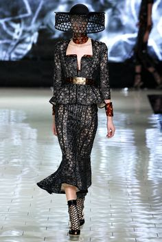 Alexander McQueen Spring 2013 Ready-to-Wear Fashion Show - Tilda Lindstam