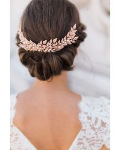 An updo with a rose gold clip will give you that extra glow on your wedding day! | Photo: Pinterest