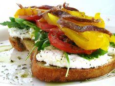 Receita Entrada : Bruschetta de requeijão, rúcula, tomate, pimento e anchovas de Carla maria sousa