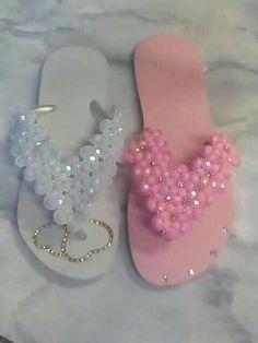 Flip Flop Slippers, Flip Flop Sandals, Wire Crafts, Diy And Crafts, Beaded Beads, Flip Flop Craft, Crochet Flip Flops, Decorating Flip Flops, Bling Shoes