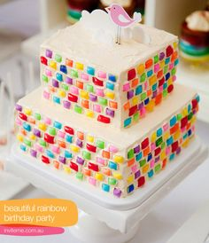 How perfect is this?! Chiclets for a mosaic-look on a cake. <3