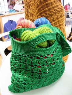Free Going Green Market Bag Crochet Pattern - looks like a tough bag that could handle a lot of use! #goinggreen
