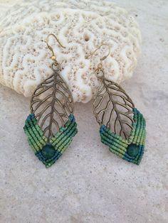Green leaves macrame earrings Malachite beads por ARTofCecilia