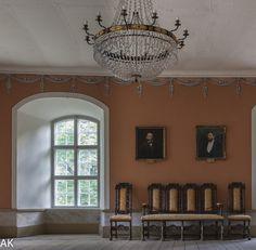 Sjundby Manor Castle / Sjundbyn linna; Hall/Sali | Sjundbyn Linna www.seaction.com/fi/sjundby/sjundbyn-linna Lainaus: Sjundbyn linna on keskiaikainen kivilinna. Linna on rakennettu 1560-luvulla ja sitä ovat vuosisatojen saatossa asuttaneet kuuluisat aatelissuvut kuninkaallisine vieraineen. Onpa linnassa aikaansa viettänyt myös Helene Schjerfbeck, jonka linnassa asuneet serkut pääsivät malleiksi nuoren Schjerfbeckin teoksiin. Jo lähes kolmensadan vuoden ajan - Porkk