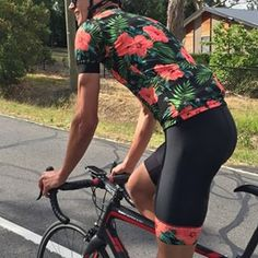 Big fan of this beautiful bit of #floral and all the little details of the kit have come together perfectly. www.anygivensunday.click or anygivensunday.bigcartel.com Cycling Bib Shorts, Cycling Wear, Bike Wear, Cycling Jerseys, Cycling Outfit, Cycling Clothes, Bike Kit, Riding Gear, Biker Chick