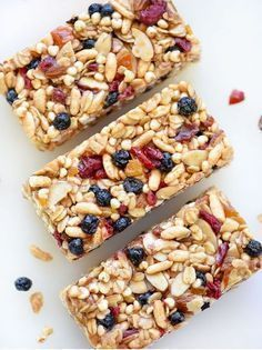 Chewy Almond Butter Power Bars Really nice recipes. Every hour. Healthy Bars, Healthy Treats, Eat Healthy, Power Bars, Energy Bars, Snacks Saludables, Good Food, Yummy Food, Breakfast Bars