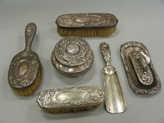 marked Tiffany and Co. makers to include a covered powder jar, shoehorn, small tray, 3 brushes and a handle, 17 t. oz., not including brushes, monogrammed