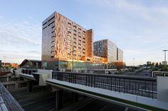Cité des affaires & Crowne Plaza, à Euralille - MOA : Nacarat - Architectes : F. & M. Delhay (2002)