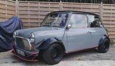 Love the wide steel wheels on this one. Colour combo is on point too! - Follow us for all your daily... Mini Cooper S, Mini Cooper Custom, Mini Cooper Classic, Classic Mini, Classic Cars, My Dream Car, Dream Cars, Honda Vtec, Mini Morris