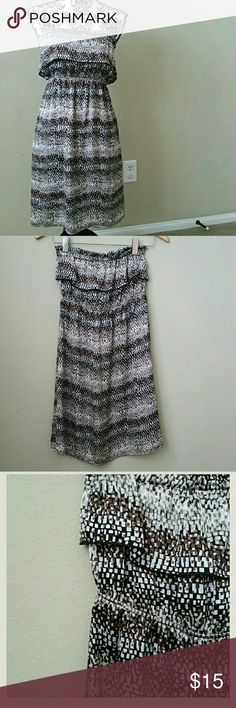 """Abstract Print Strapless Dress Strapless pullover dress. Elastic waistband and bust area.  Measurements Flat Across - approx. Length - 28.5"""" Bust - 15""""  100% polyester  Great condition Dresses Strapless"""