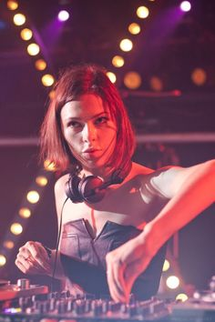 Nina Kraviz, paying attention to the crowd