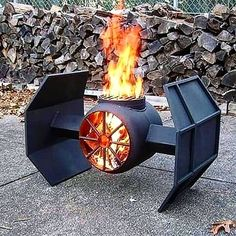 Coolest grill in the Galaxy??! Best grill of the year!! May the force be with you my fellow Jedi!!  . Handcrafted Grill: @finn_metalart | Photo courtesy: @carlosfleurybr  Happy NYE!! Celebrating today by sharing my favorite IG Posts of 2017. Every hour check in. Drop a line. Tell me where you're celebrating and who with!! 2018 is going to be incredible - Let's ring it in with style!! Cheers!  -David  #patiolife #starwars #thelastjedi #lukeskywalker #darthvader #bbq #barbecue #grill #grilling…