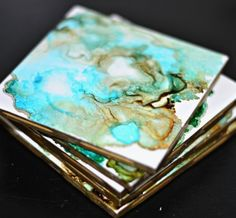 DIY Agate Look Ceramic Tile Coasters with Gold Edge Made with Alcohol Ink DIY Achat Look Keramikflie Sharpie Alcohol, Alcohol Ink Tiles, Alcohol Ink Glass, Alcohol Ink Crafts, Alcohol Ink Painting, Alcohol Inks, Rubbing Alcohol, How To Make Coasters, Diy Coasters