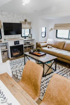 Looking to replace or upgrade your RV sofa bed? Check out this list of ideas with pictures and links that will help you find the perfect RV sofa bed of your camper, or trailer. Rv Living, Tiny Living, Living Spaces, Living Room, Rv Camping, Glamping, Camping Hacks, Camping Checklist, Camping Outdoors