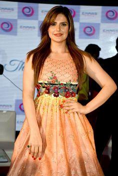 Zarine Khan, Most Beautiful Indian Actress, Indian Beauty Saree, Indian Dresses, Bollywood, Curvy, Beautiful Women, Actresses, Lady