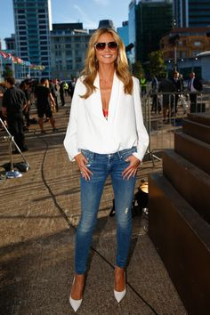 Who made Heidi Klum's red bra, white pumps, and blue ripped skinny jeans? (OutfitID) Who made Heidi Klum's red bra, white pumps, and blue ripped [. Heidi Klum, Sexy Jeans, Ripped Skinny Jeans, Red Bra, Mother Denim, Fashion Looks, Fashion Beauty, White Pumps, Street Style