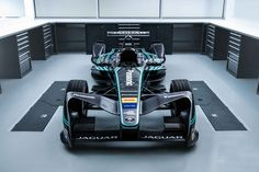 Jaguar returns to the track with its I-Type electric racecar - Acquire