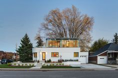 DPAI Architecture and Toms + McNally Design   Art Moderne House, Ontario, built 1939; curving glass second floor addition