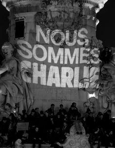 Mercredi soir, en France, cent mille personnes se sont rassemblées en mémoire des douze victimes de l'attentat de « Charlie Hebdo ». http://www.elle.fr/Societe/News/Charlie-Hebdo-comment-participer-au-mouvement-de-solidarite-2874994