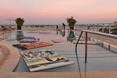 Held at Paramount Bay, a luxury condominium complex in Miami, the launch of Ferllen Winery Special Edition Art Series put artwork in the pool.