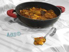 Y Que mejor manera que  celebrar hoy  el #día de #CastillaLaMancha, mi tierra, con la #receta de su #plato #típico por excelencía   Los #deliciosos #Gazpachos #Manchegos...  Eso sí, hechos a mi manera, ni de carne, ni viudos; #mixtos.   ● INGREDIENTES para 4 personas: -500g aprox Carne conejo y pollo -140g de pimiento rojo -60g esparragos trigueros -90g ajos tiernos -20...