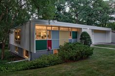 The multicolored panels are a Ralph Rapson trademark on the exterior of the 1957 Shepherd House, an example of Midcentury Modernism in the University Grove neighborhood. Décoration Mid Century, Mid Century Decor, Mid Century House, Modern Backyard Design, Modern House Design, Modern Interior Design, Casa Retro, Mid Century Exterior, Modern Architecture House