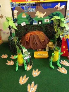 Dinosaur den role play for reception class. Dinosaur Projects, Dinosaur Crafts, Dinosaur Party, Dinosaurs Preschool, Dinosaur Activities, Preschool Crafts, Dramatic Play Area, Dramatic Play Centers, Dinosaur Display