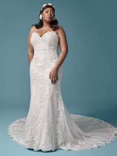 Beauty is pain? Trying on this strapless lace plus-size sheath wedding gown is an effortlessly gorgeous exception to that rule. Perfect Wedding Dress, Dream Wedding Dresses, Designer Wedding Dresses, Bridal Dresses, Wedding Outfits, Fit N Flare, Sheath Wedding Gown, Sheath Dress, Plus Size Wedding Gowns