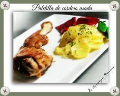 Paletilla asada con guarnición de patata a lo pobre y pimientos de piquillo a la plancha.