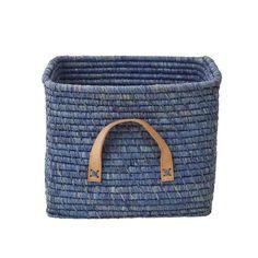 Das handgefertigte Körbchen aus Bast von rice verstaut alle Deine Lieblingsdinge und sieht dazu auch noch hübsch aus.   Die Leder-Henkel sind nicht nur praktisch, sondern verleihen dem Korb das gewissen Etwas.