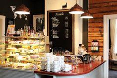 Kahvila Oskari palvelee Lahden ydinkeskustassa, kodikkaassa ja tunnelmallisessa vuonna 1900 rakennetussa puutalossa. Finland Travel, Cafe Interior, Bakery, Shop, Home Decor, Decoration Home, Bakery Shops, Cafe Interiors, Interior Design