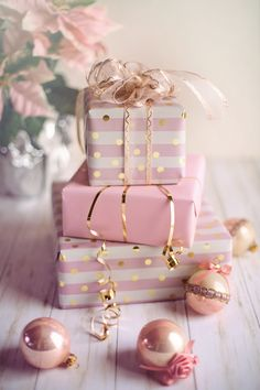 13 Genius Gift Wrapping Ideas to Win You the Award for Best Wrapped Presents - College Fashion Christmas Trends, Elegant Christmas, Pink Christmas, Best Christmas Gifts, Holiday Gifts, Beautiful Christmas, Christmas Presents, Frugal Christmas, Cottage Christmas