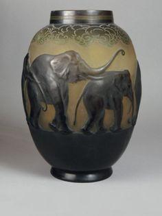 ART NOUVEAU GALLE-STYLE ELEPHANT VASE afrikanischer ELEFANT CAMEO GLASS VASE