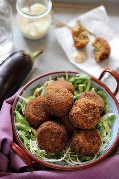 Ismét egy egyszerű, olasz étel : polpetta di melanzana. »HOZZÁVALÓK« - 3 db padlizsán ( kb 70 dkg ) - 1 db tojás - 1 kis... Vegetarian Recepies, Paleo Recipes, Hungarian Recipes, Baked Potato, Deserts, Food And Drink, Beef, Vegetables, Ethnic Recipes