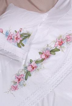Shabby Chic Bedrooms, Home Repairs, Paint Designs, Fabric Painting, Bed Spreads, Bed Sheets, Bedding Sets, Diy And Crafts, Floral Wreath