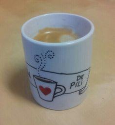 Taza personalizada. El café de Pili. Diseño de Avi para Taller 35. #taller35 #regalos #encargos #tazaspersonalizadas #mugs