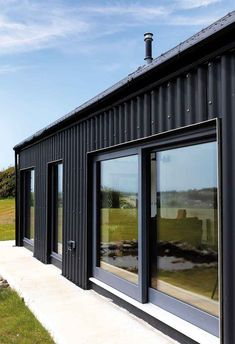 Ken Gill's rectangular design is low cost and energy efficient. Modern Barn House, Barn House Plans, Roof Design, House Design, House Cladding, Steel Cladding, Black House Exterior, Energy Efficient Homes, Energy Efficiency